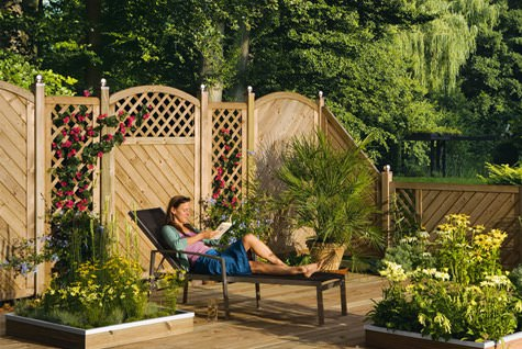 Sichtschutzzaun g nstig selber bauen for Zaunelemente holz gunstig